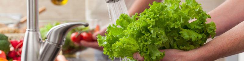 Washing vegetables for a salad